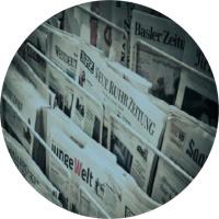 varios periódicos en diferentes idiomas