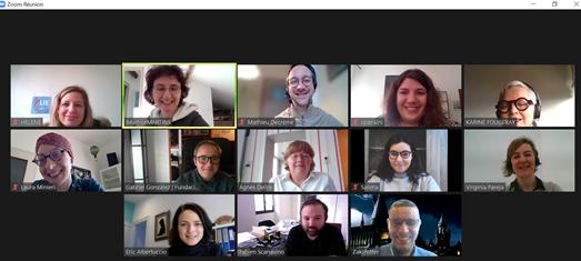 captura de pantalla con los rostros de varias personas conectadas a una sesión de Zoom